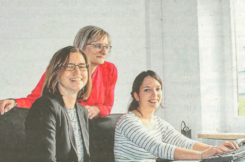 Angela Pöpplau-Hübner von der Agentur für Arbeit informiert sich über den Fachinformatiker